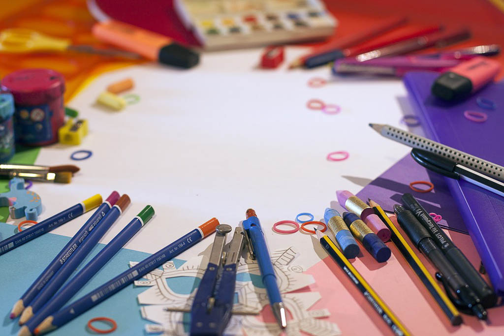 school-supplies-1695563_960_720